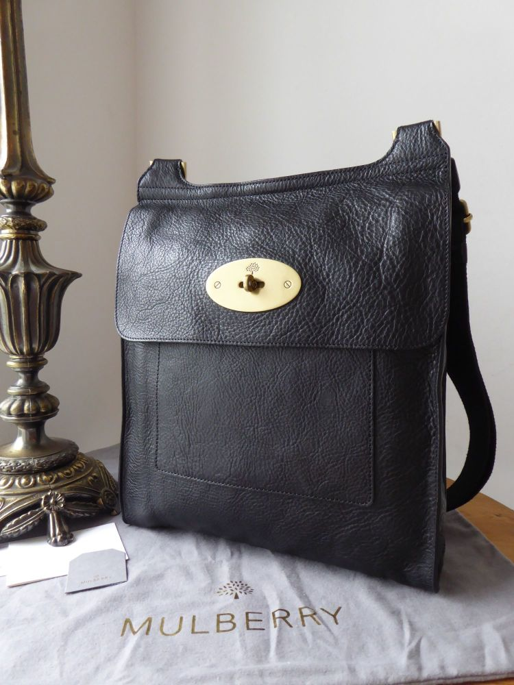 Mulberry Classic Larger Sized Antony Messenger in Black Natural Vegetable T