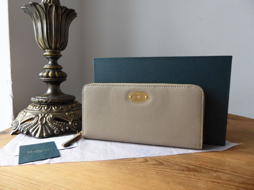 Mulberry Plaque Zip Around Continental Wallet Purse in Solid Grey Small Cla
