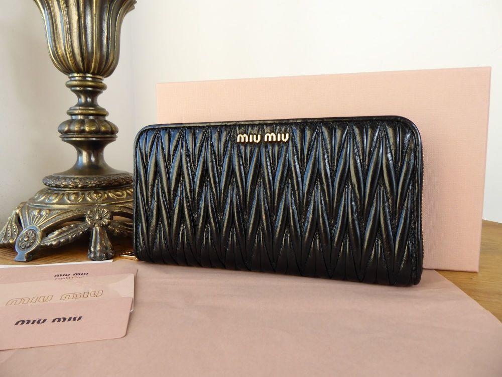 Miu Miu Continental Zip Around Purse Wallet in Nero Matelasse Vernice Lux -