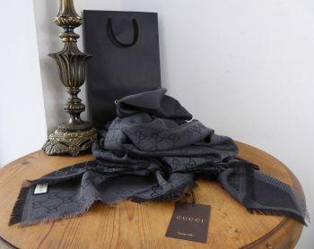 Gucci Large Reversible Shawl Wrap in Diagonal Stripe GG Monogram Charcoal Black Wool Silk Mix - New