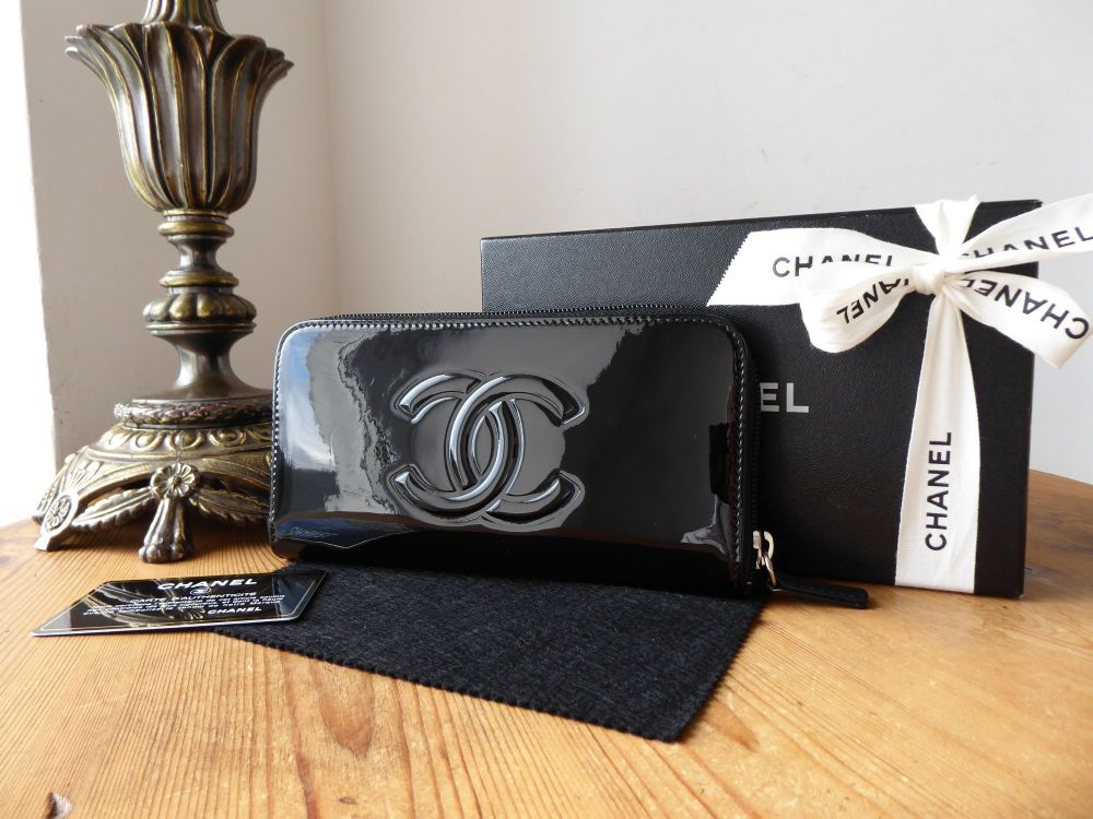 Chanel Camellia Palette Zip Around Continental Long Purse Wallet in Black P