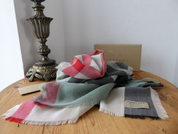 Burberry Mega Check Rectangular Scarf Wrap in 100% Cashmere - SOLD