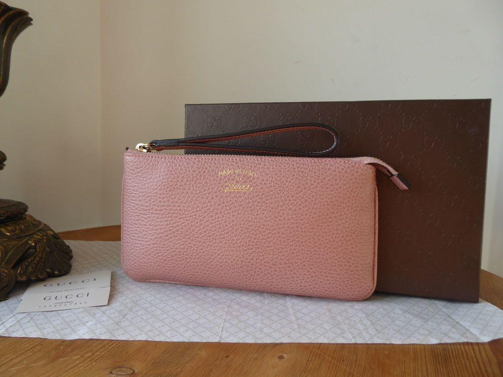 Gucci Swing It Zip Pouch Wristlet Clutch in Dusky Rose Pink Calfksin - New