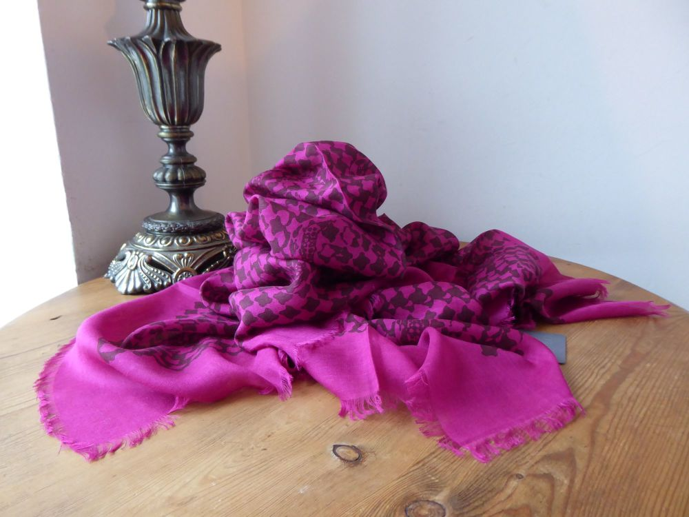 Alexander McQueen Graphic Dogtooth Skull Scarf in Fuschia Modal Silk Mix -