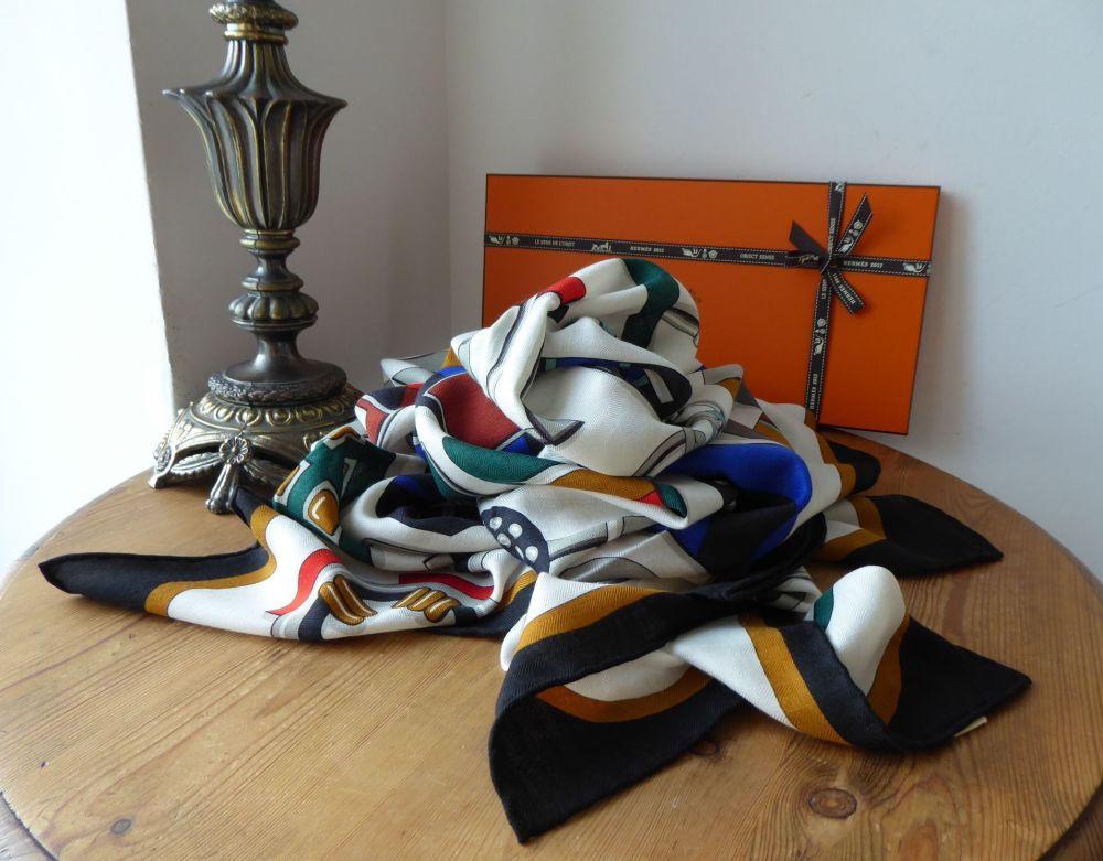 Hermés Chale Shawl Scarf 'Carre en Boucles Cashmere' in Cashmere Silk - New