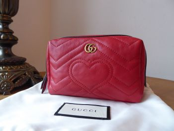 Gucci GG Marmont Cosmetic Case Zip Pouch in Hibiscus Red Calfskin Matelassé