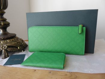 Mulberry Long Part Zip Around Continental Purse and Coin Pouch in Grass Green Debossed Leather -  New