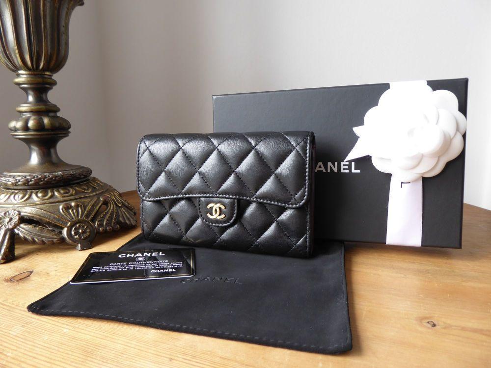 Chanel Classic Medium Flap Purse Wallet in Black Lambskin with Gold Hardwar