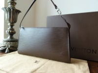 Louis Vuitton Pochette in Brun Epi Leather - As New