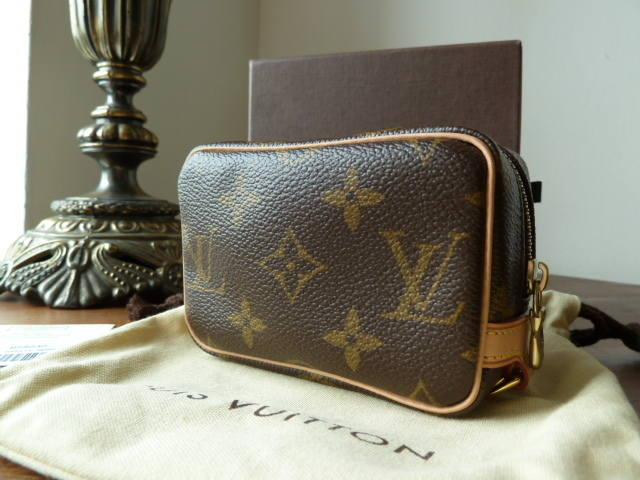 Louis Vuitton Wapity Case Monogram As New