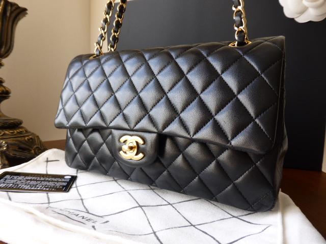 Chanel 2.55 Classic 10