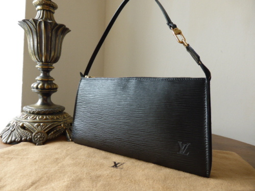 Louis Vuitton Pochette in Brun Epi Leather