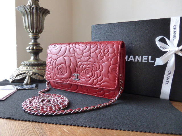 Chanel WoC Camellia Red
