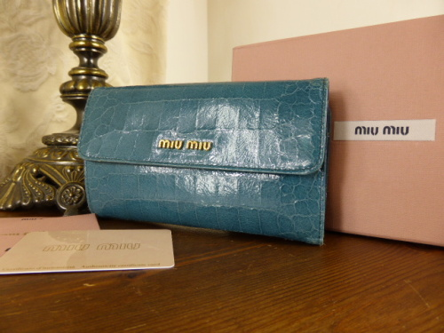 Miu Miu Matelasse Lux Continental Wallet in Nero - SOLD