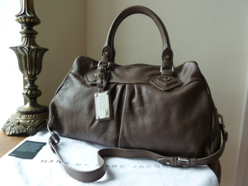 Marc by Marc Jacobs Classic Q Groovee in Hazelnut