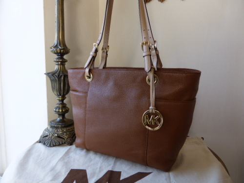 Michael Kors Jet Set Tote in Luggage (Oak)