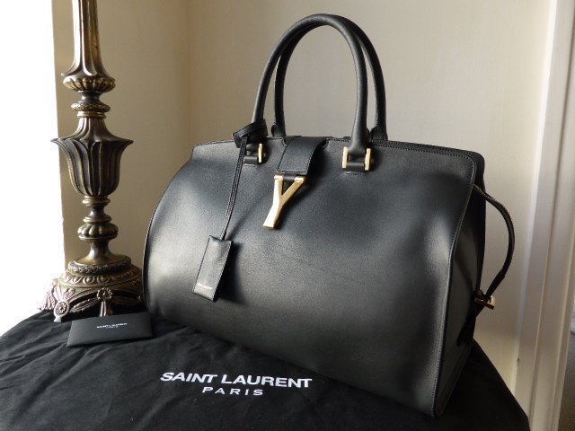 Saint Laurent Cabas Chyc shopper, (medium)  in black calfskin leather -  Ne