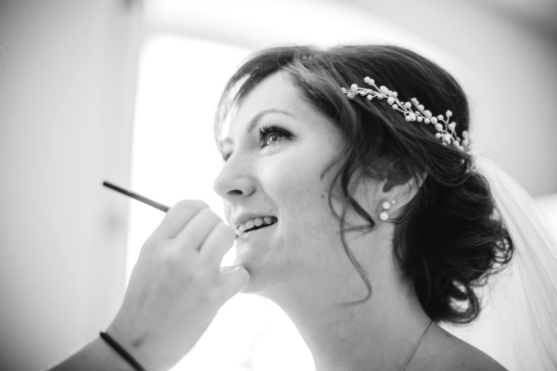 Hair-by-Sheenas-Wedding-Hairstyles-Cotswolds-UK-image by lifelinephotography