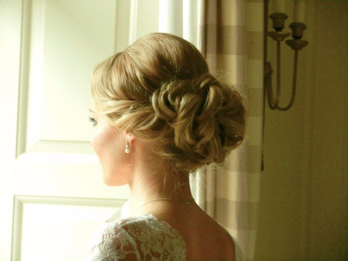 Lowerslaughtermanor-weddinghairstylist-HLN 1.4