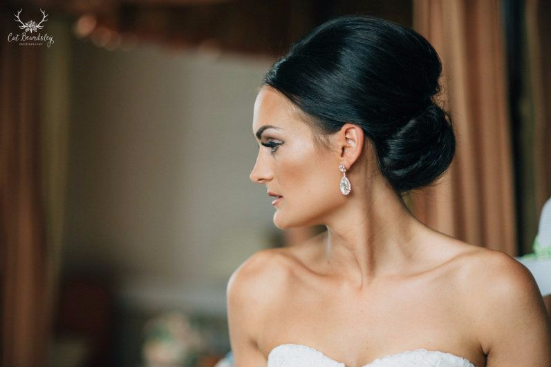 Cotswolds-wedding and bridal hair stylist-UK