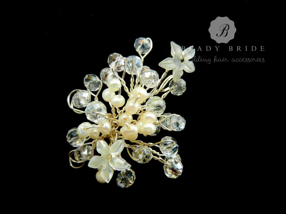 Little sprig-bridal-hair-pin-by-Beady Bride-UK (4)