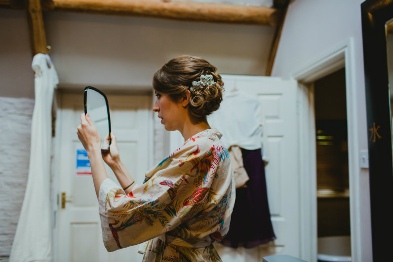 Sheenas-Wedding-Hairstyles-Cotswolds-wedding-hairdresser-UK-image by Amy B photography
