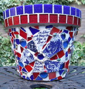 red and blue pot - text