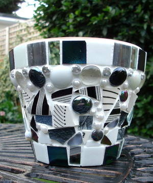 medium black and white crystal pot Xmas