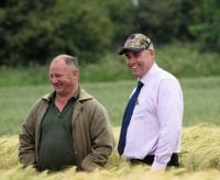 Cam Murray & grower at recent Alnwick open day