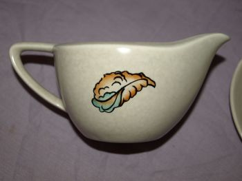 Crown Devon 'Oceania' Gravy Boat and Dish. (3)
