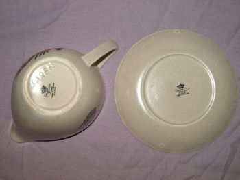 Crown Devon 'Oceania' Gravy Boat and Dish. (6)