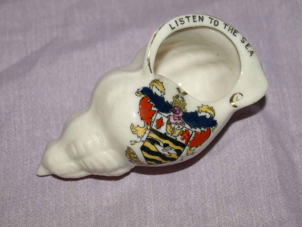 Blackpool Crested Ware Shell 'Listen To The Sea'.