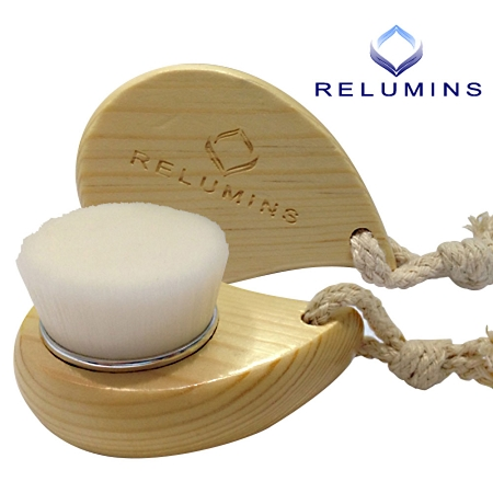Relumins Deep Pore Wooden Facial Cleansing Brush with Super Soft Antibacter