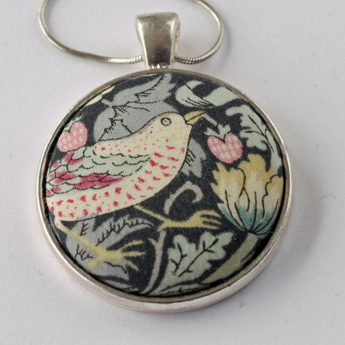 Liberty print pendant - Strawberry Thief black