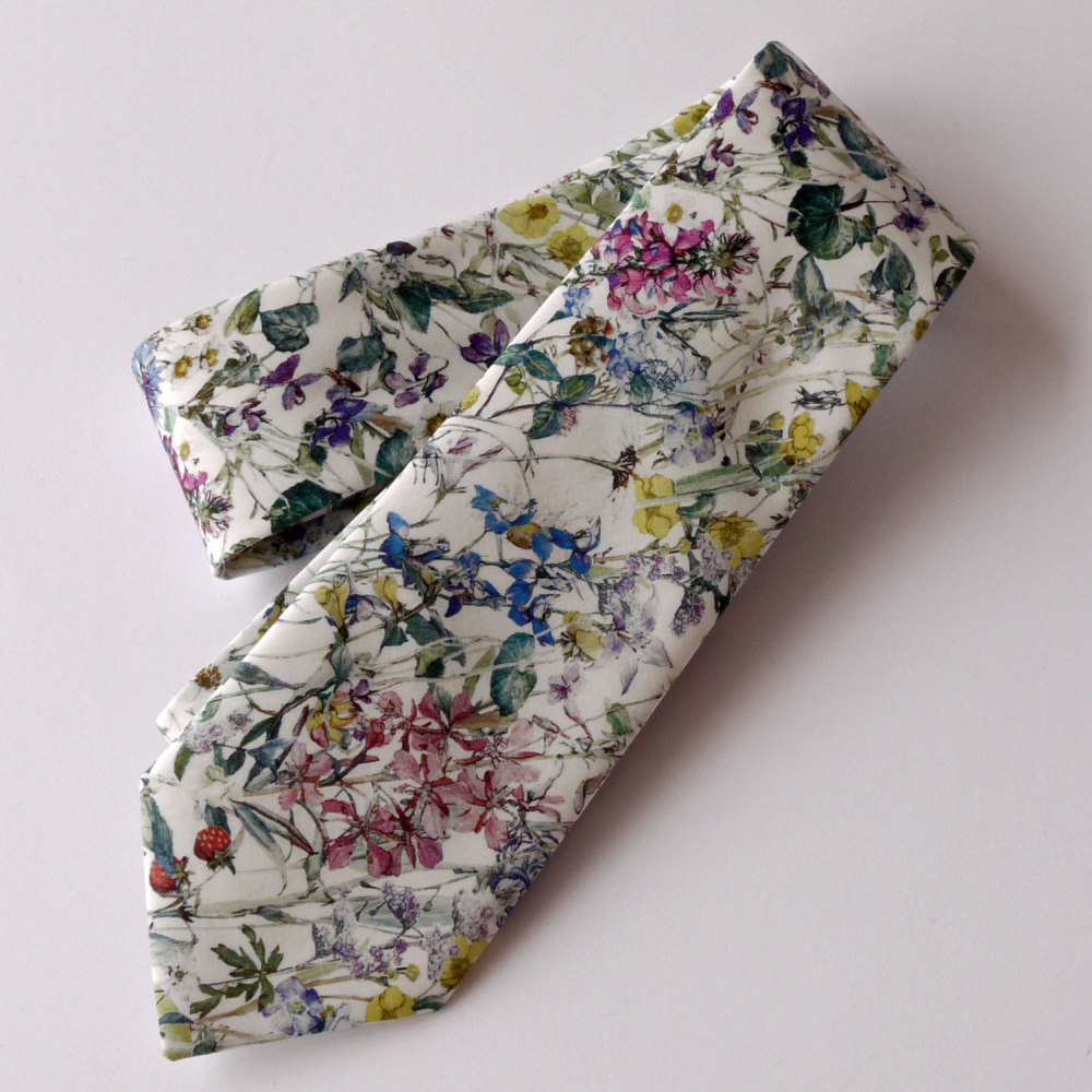 Gentleman's hand stitched tie - Wild Flowers natural