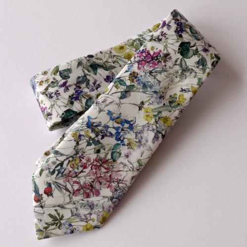 Gentleman's hand stitched tie - Wild Flowers natural
