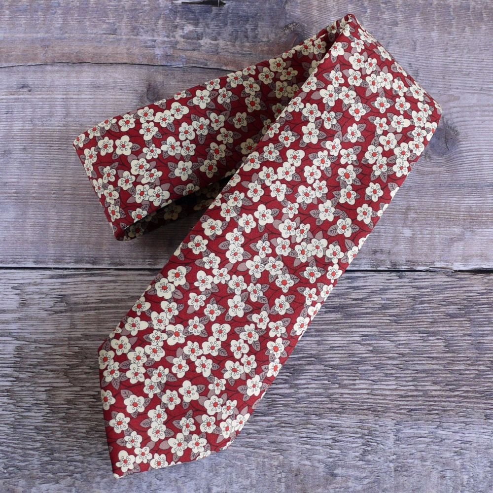 Red brown Liberty print Ffion hand-stitched gentleman's tie