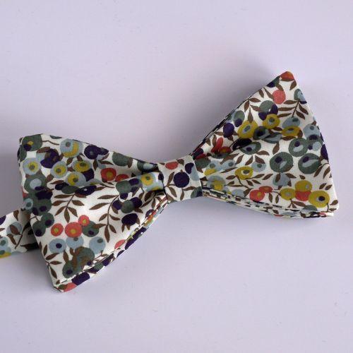 Liberty print Wiltshire Berry bow tie