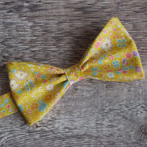 Liberty print bow tie - Kayoko yellow