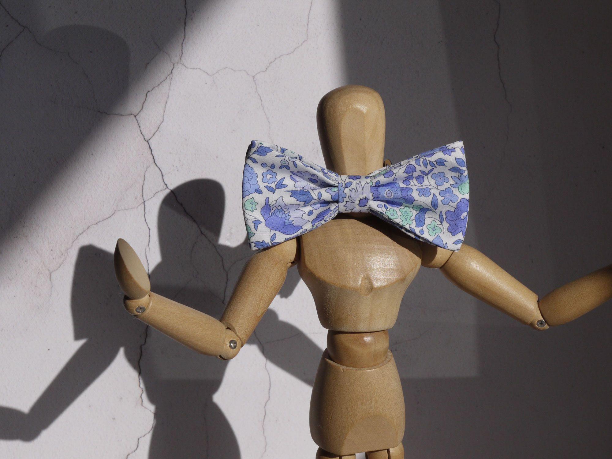 boy's Liberty print bow tie