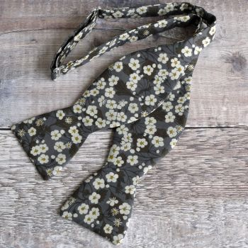 Liberty print bow tie - Mitsi grey brown