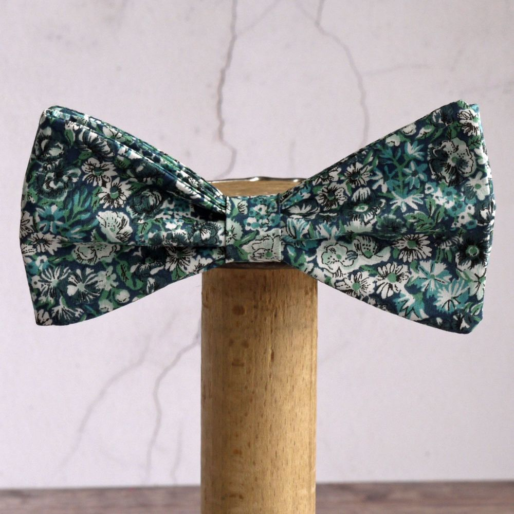 Custom listing for 1 bow tie, 1 pocket square, 4 ties (1 extra long) and 1