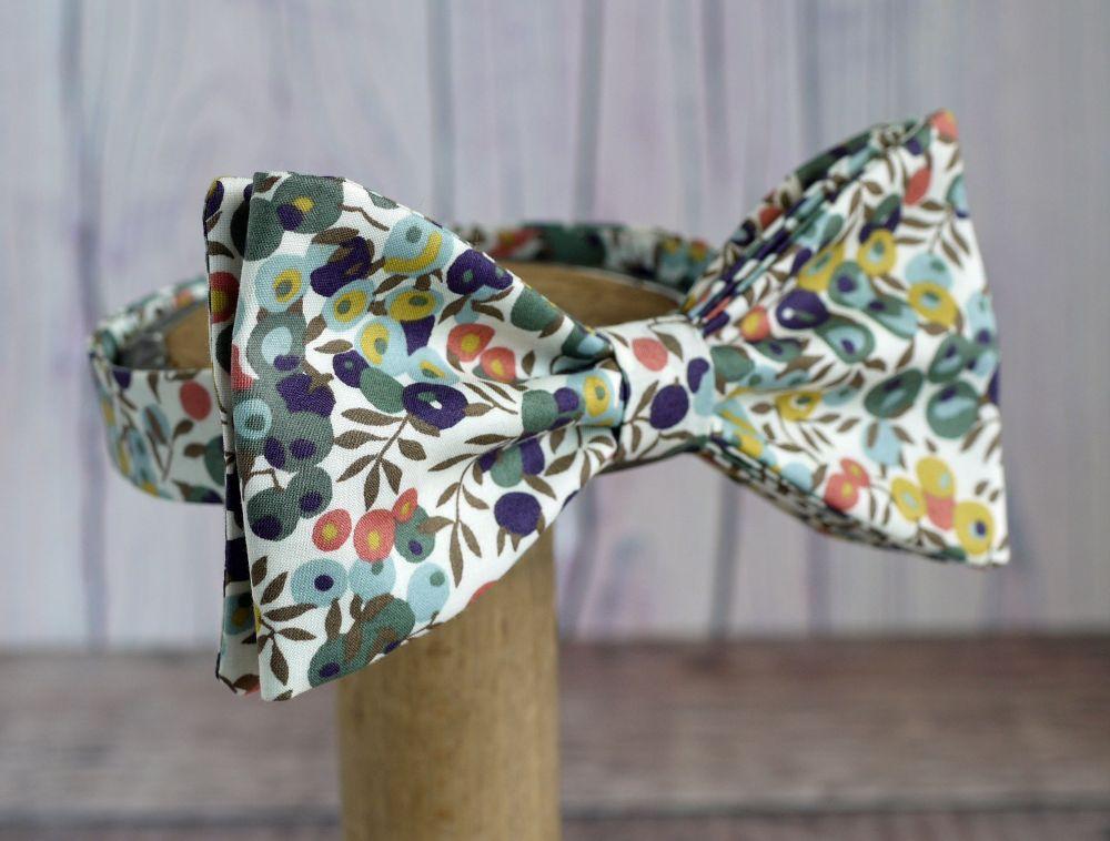 <!-001->Liberty print bow ties