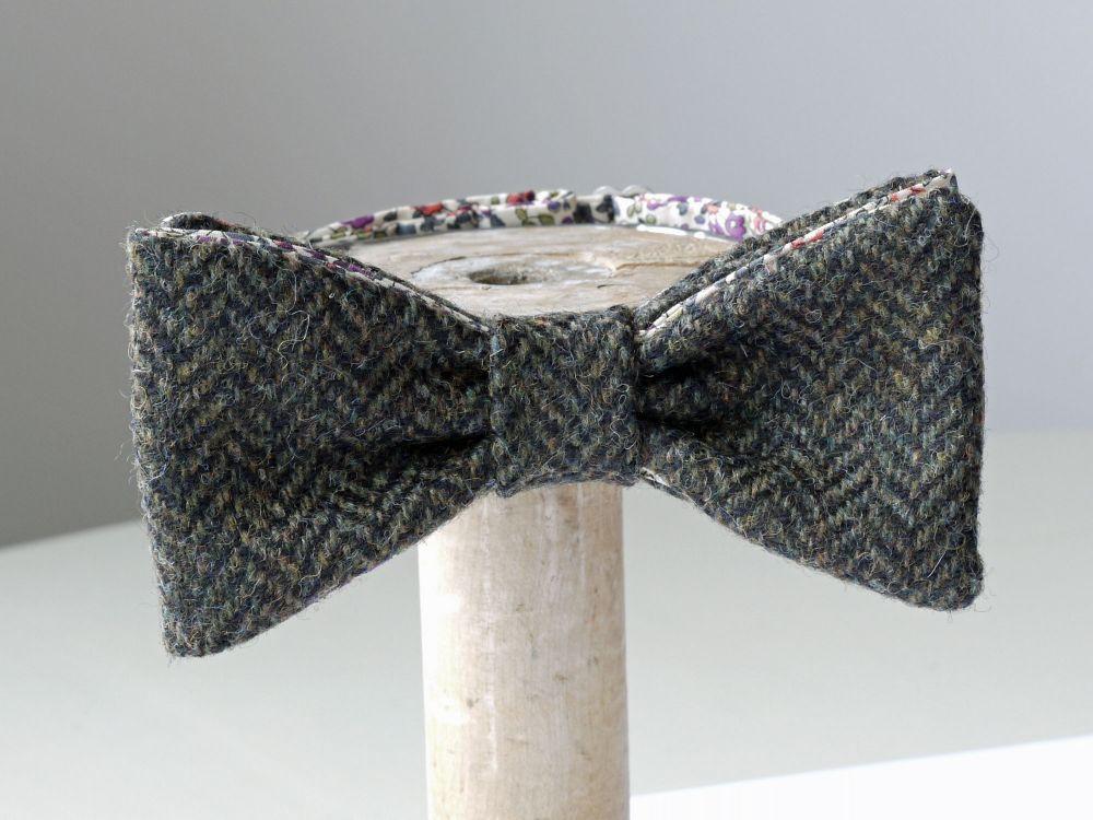 <!-002->Tweed bow ties