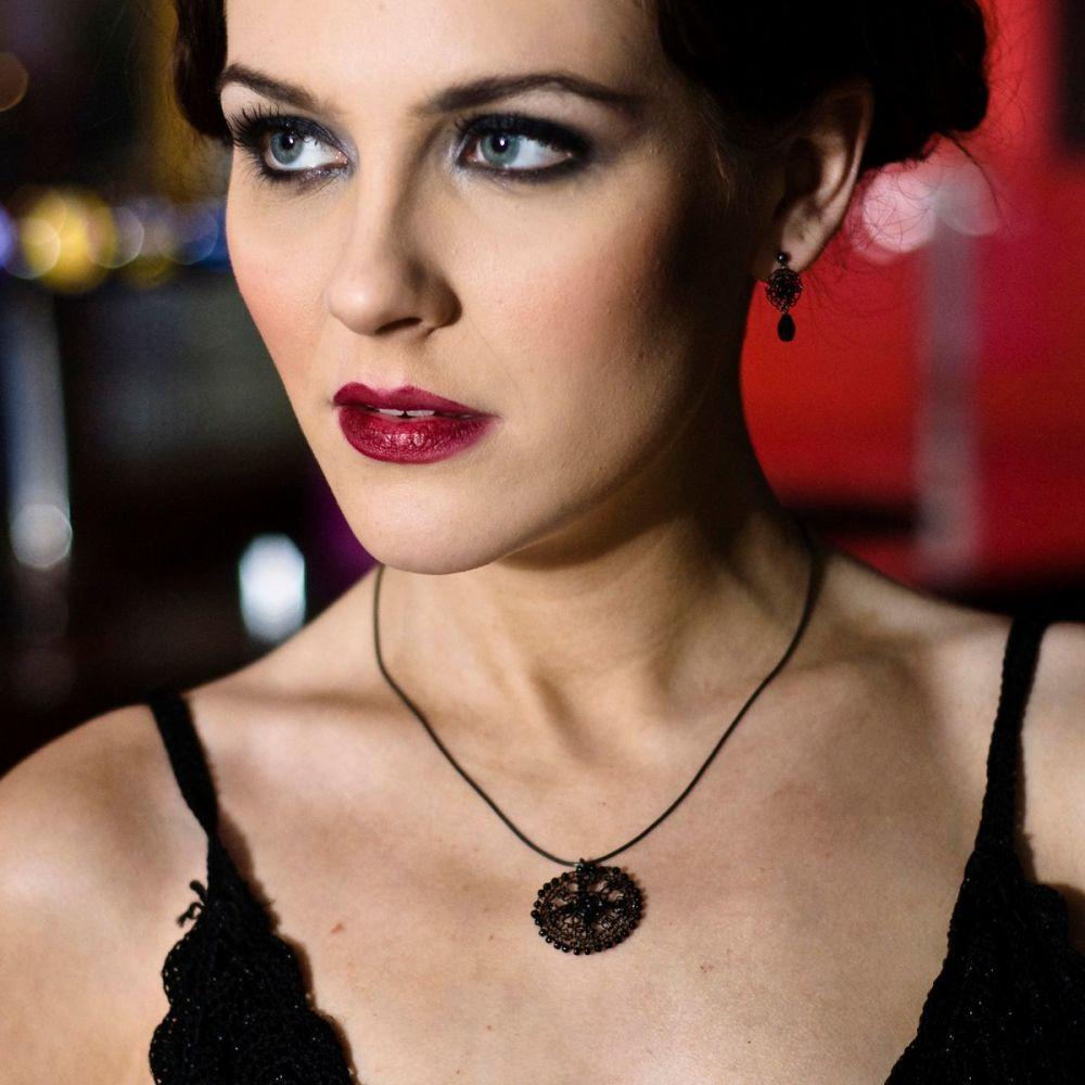 Amelia pendant