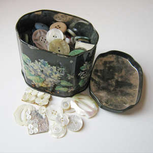 Mums button tin