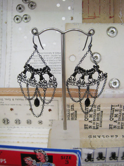 New Vintage Noir Chandelier earrings