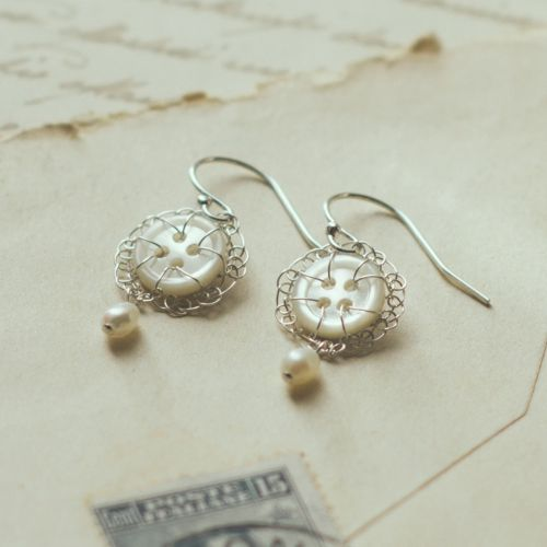 Vintage Petite earrings with pearl drop
