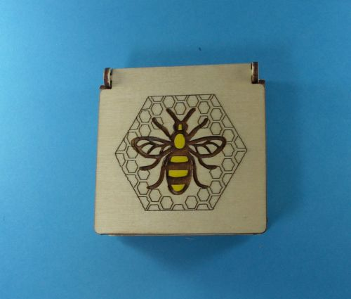 simple-hinged-bee