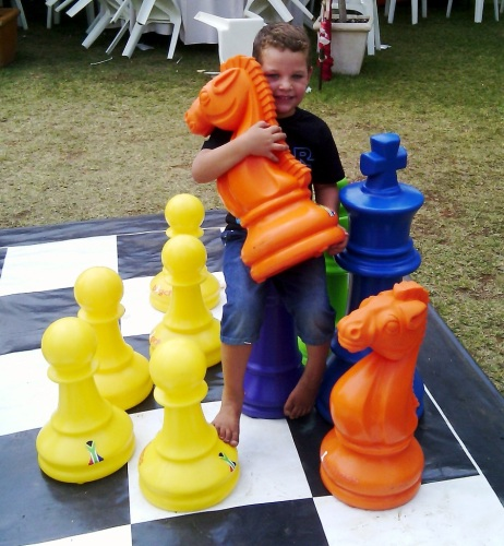 unica - youngster with pieces